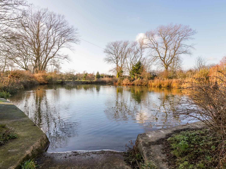 Pond View at Pakefield Hall - Suffolk & Essex - 1003025 - photo 1