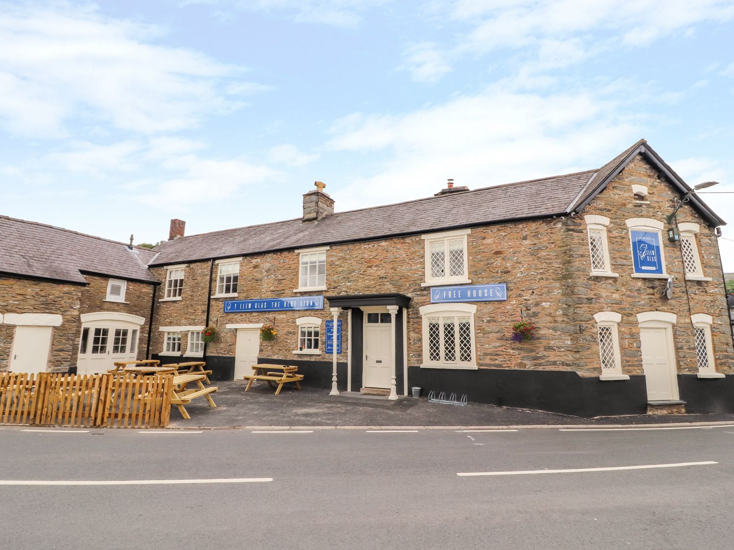 Blue Lion Hotel Apartment - North Wales - 1007038 - photo 1