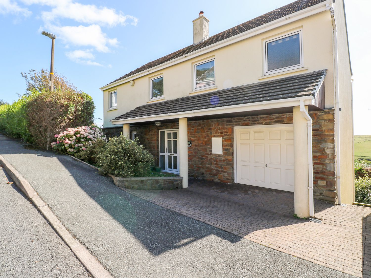 3 Strawberry Gardens - South Wales - 1014876 - photo 1