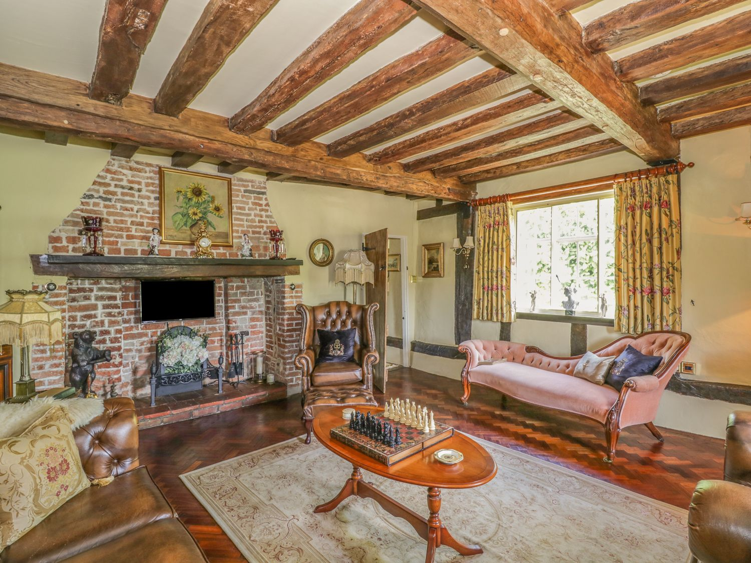Holiday Cottages in Suffolk: Waveney Cottage in Harleston | sykescottages.co.uk