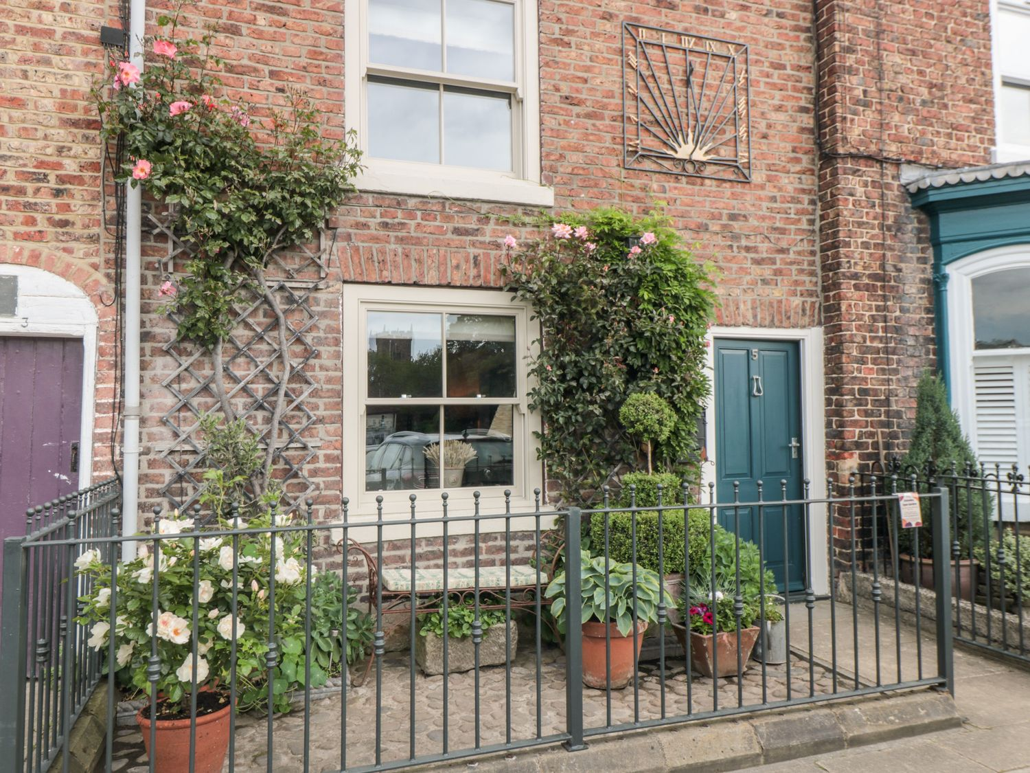 5 College Square - Whitby & North Yorkshire - 1018717 - photo 1