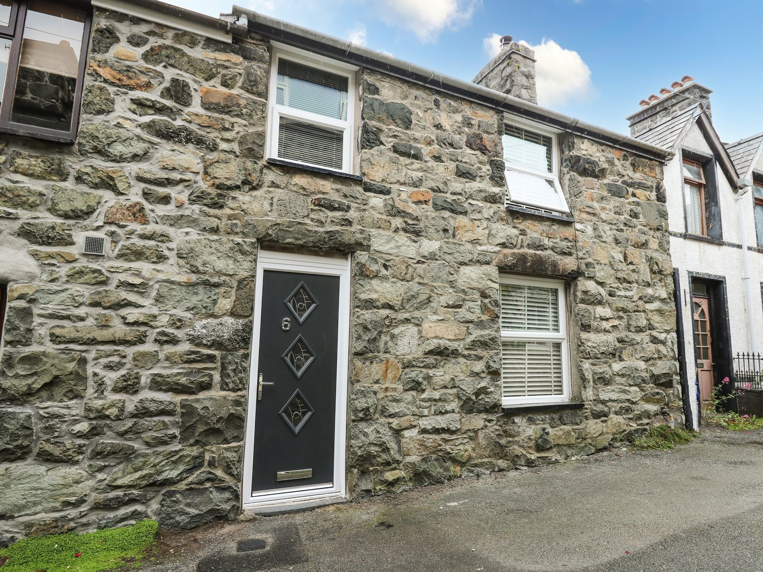 6 Upperfield Street - North Wales - 1018911 - photo 1