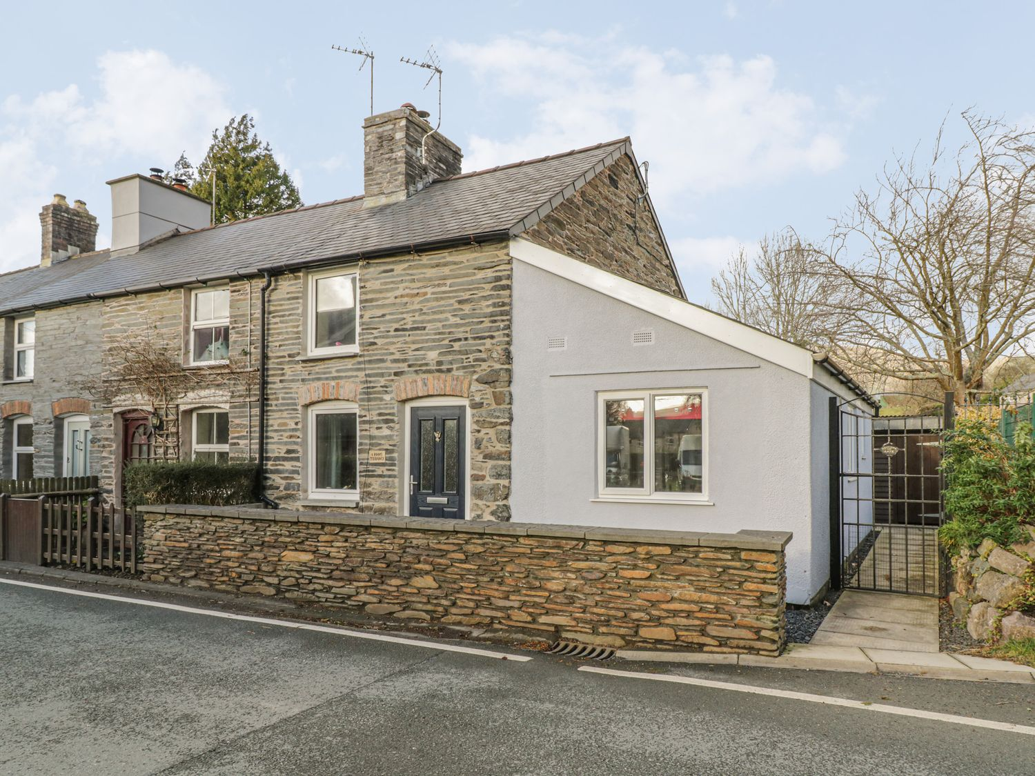 1 Rhys Terrace - Mid Wales - 1021068 - photo 1