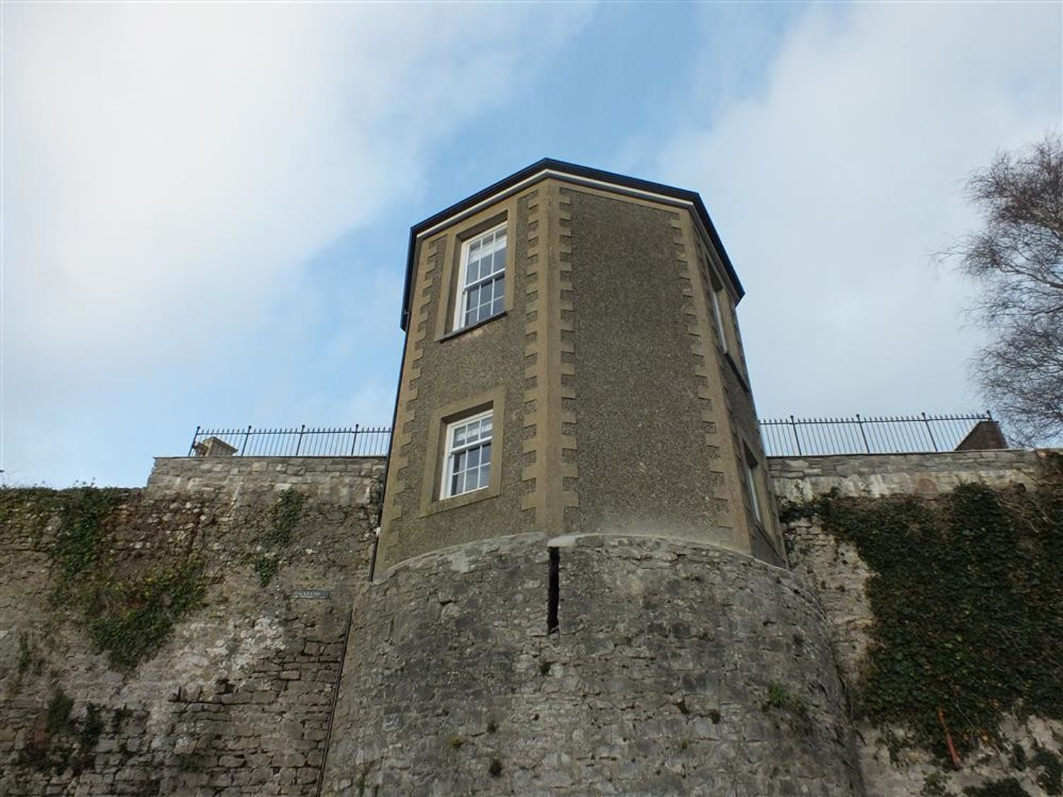 East Tower - South Wales - 1035698 - photo 1