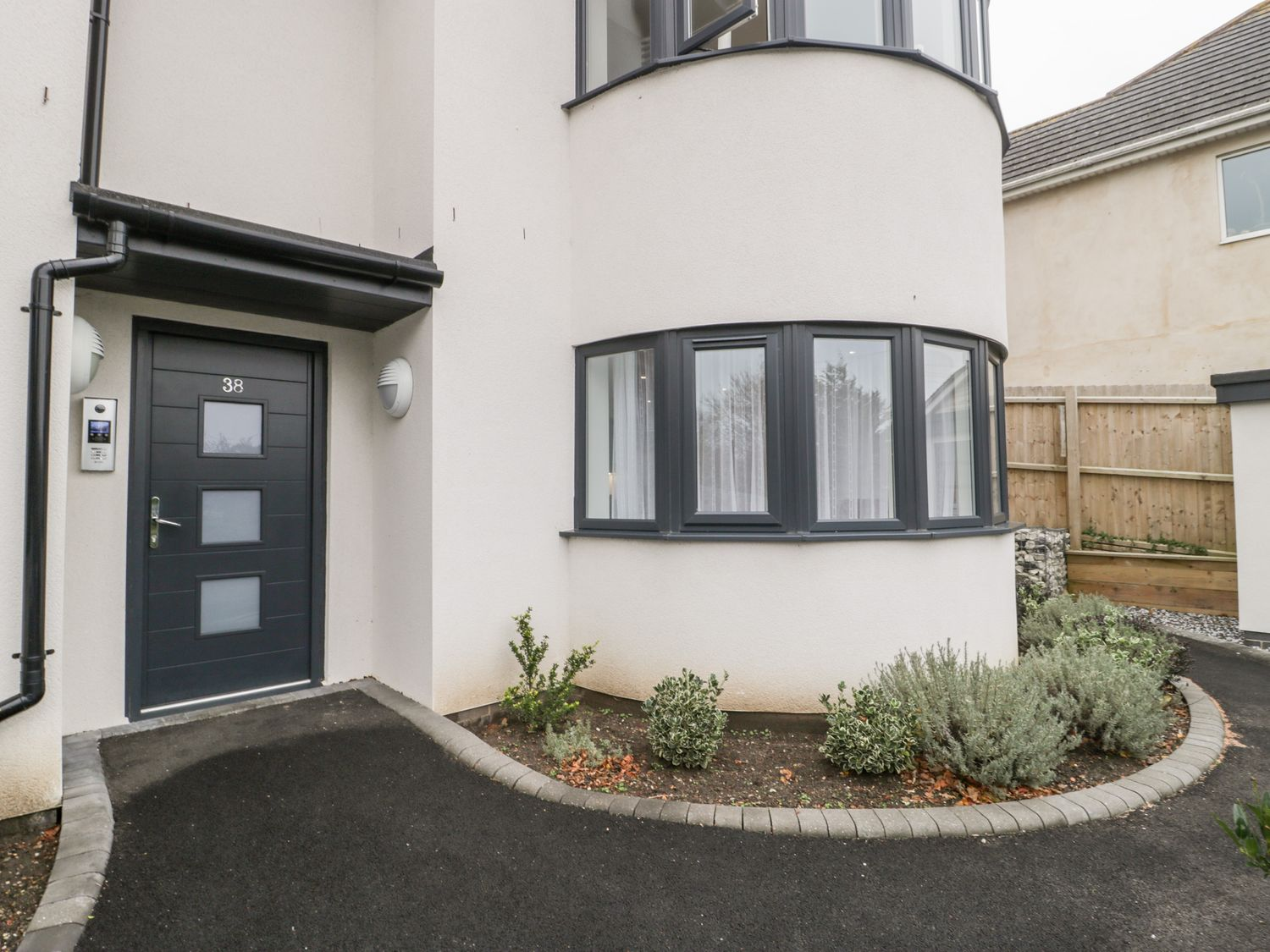 Flat 2, 38 Preston Road - Dorset - 1037083 - photo 1