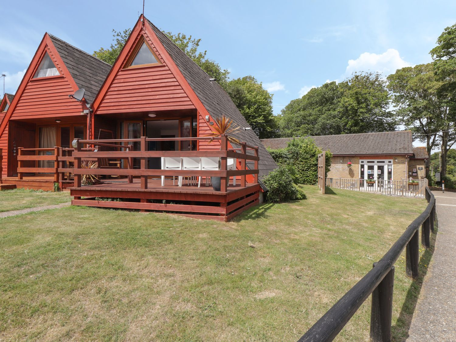 Sunshine Chalet (No 85) - Kent & Sussex - 1044450 - photo 1