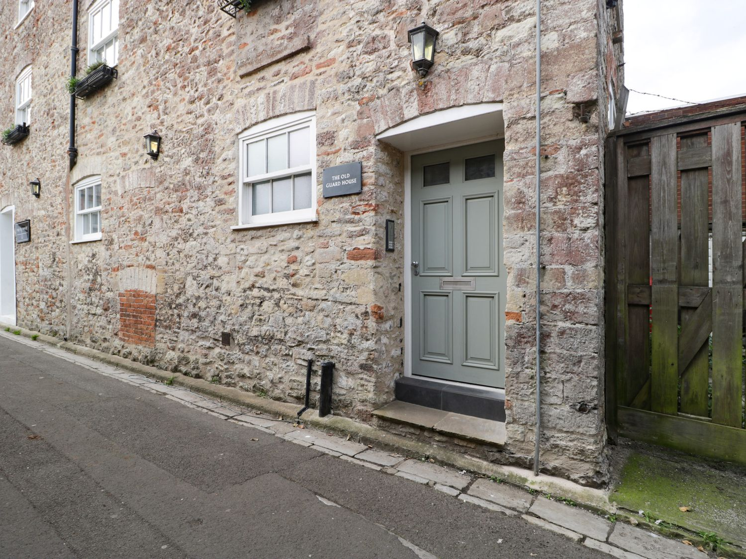 One the Guard House - Somerset & Wiltshire - 1057312 - photo 1