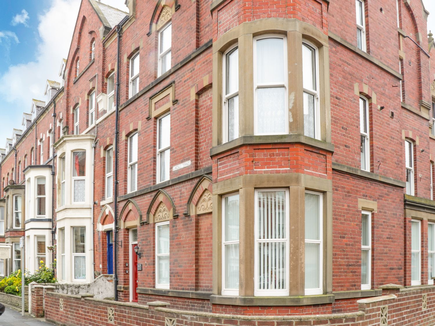 St Hilda's Corner House - North Yorkshire (incl. Whitby) - 1083443 - photo 1
