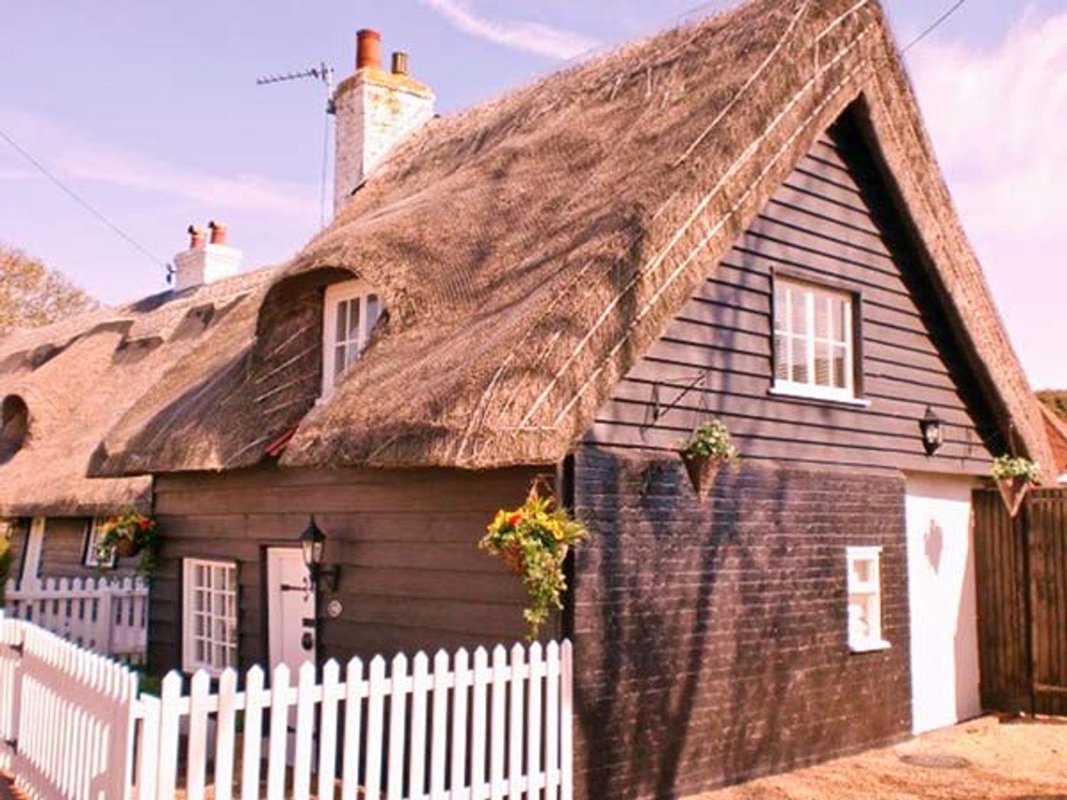Holiday Cottages in Suffolk: Little Thatch, Walton-on-the-Naze | sykescottages.com