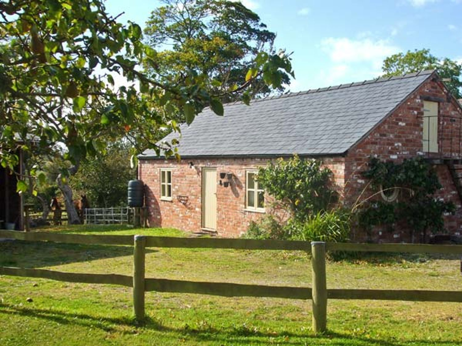 Little Pentre Barn - North Wales - 1696 - photo 1