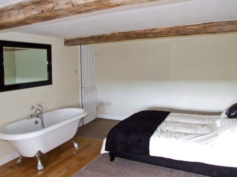 1 Cabin Knoll, Heart of England