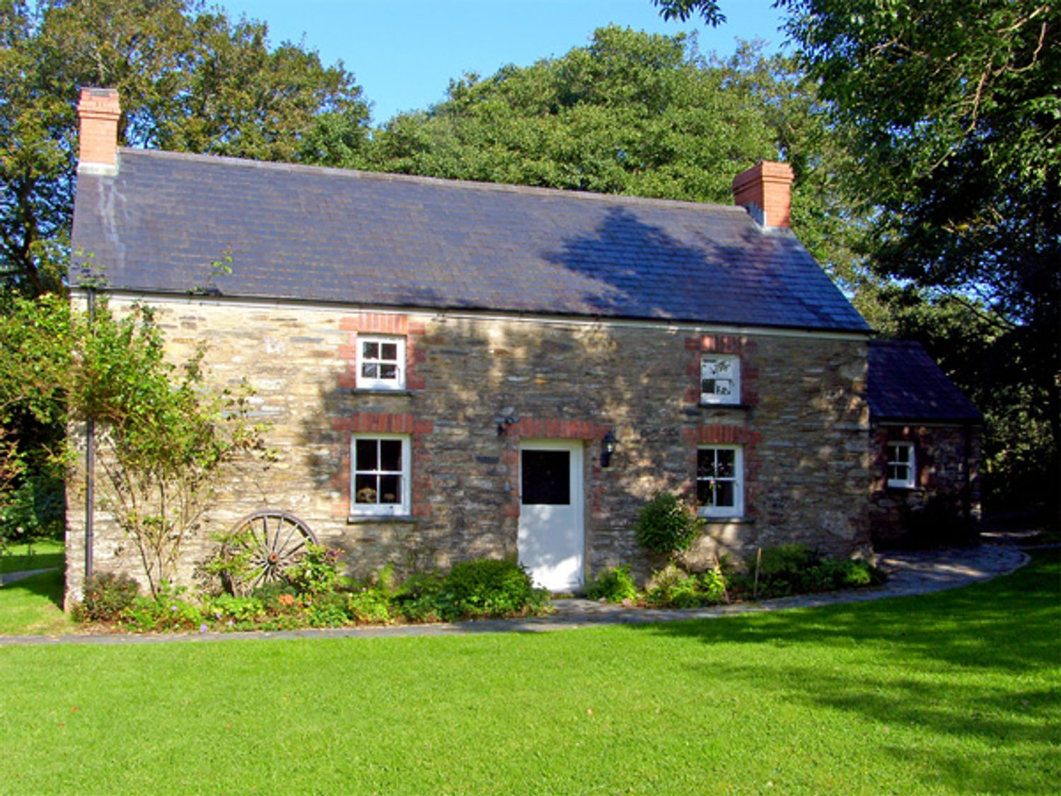 Penlanfach Farmhouse - South Wales - 2021 - photo 1
