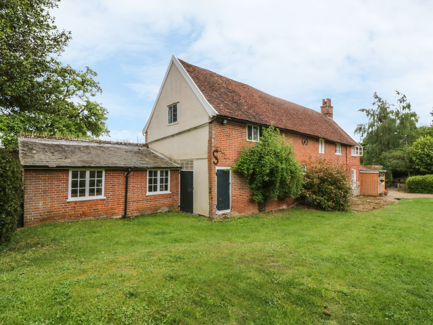 Holiday Cottages in Suffolk: Gardener's Cottage, Hadleigh | sykescottages.co.uk