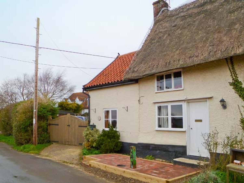 Holiday Cottages in Norfolk: Hunnypot Cottage, Pulham Market   Sykes Cottages