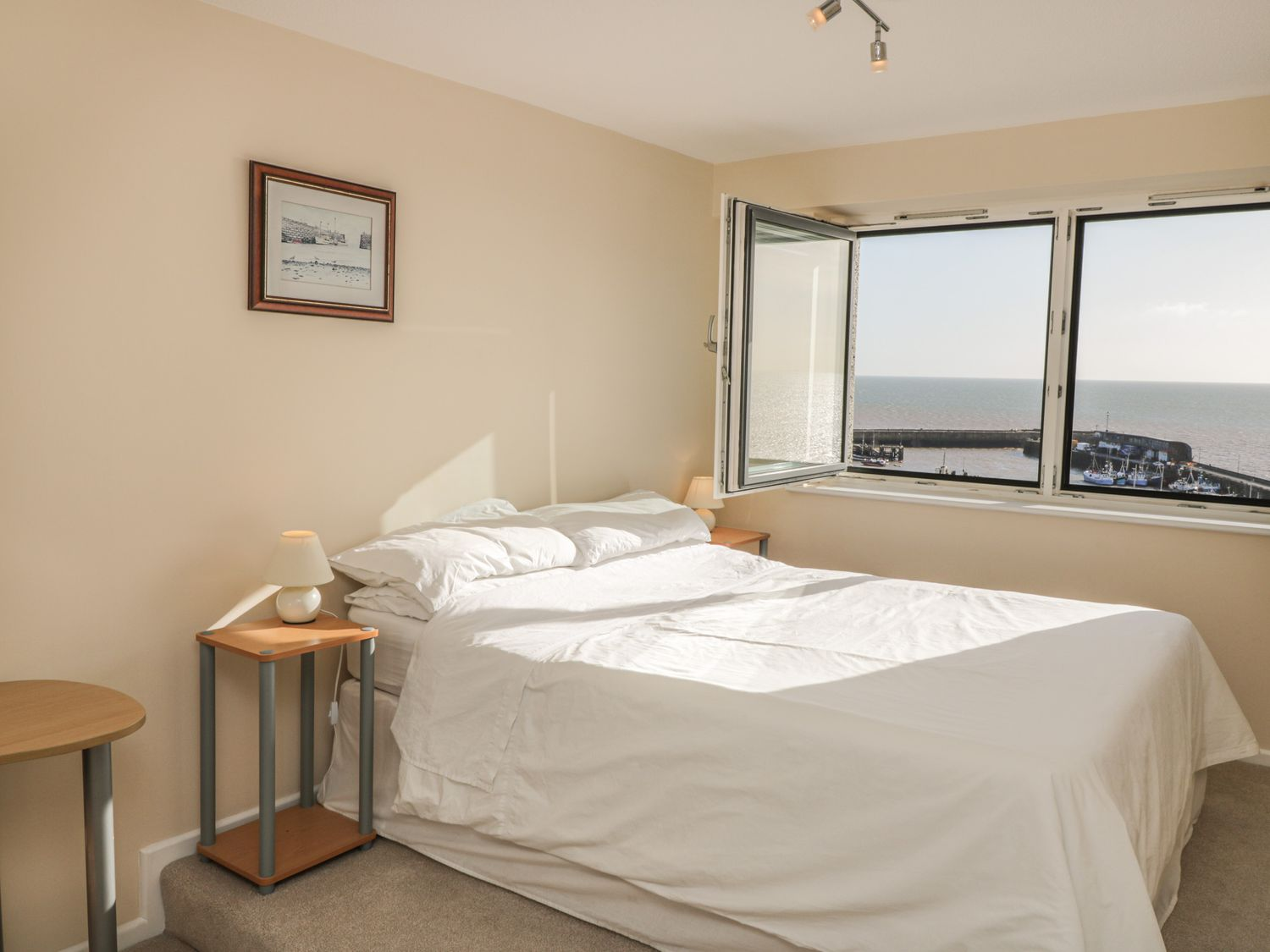 Harbour View Apartment, North York Moors and Coast