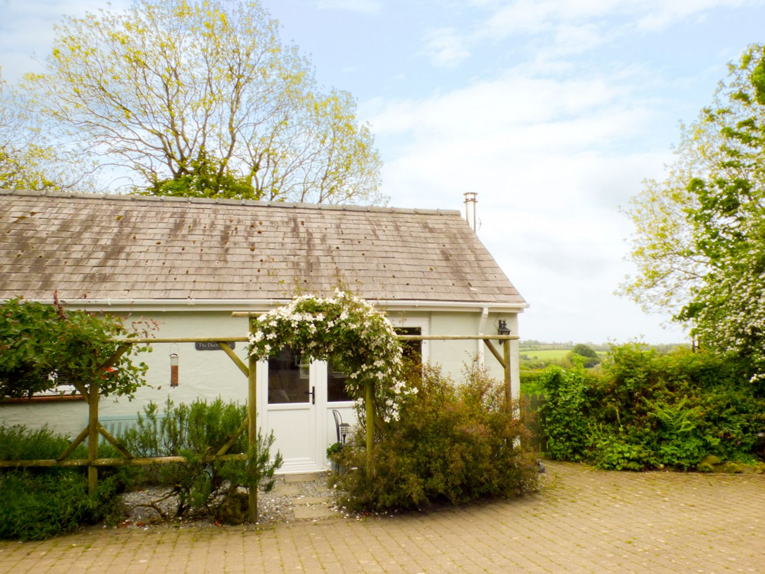 The Duck House - South Wales - 4351 - photo 1