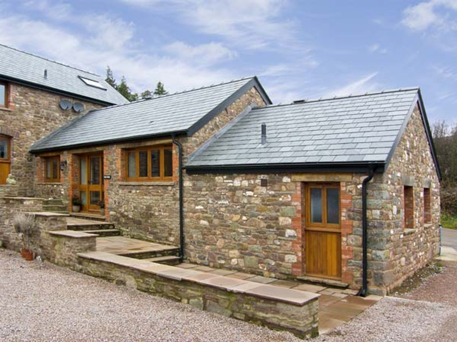 The Byre - South Wales - 5118 - photo 1
