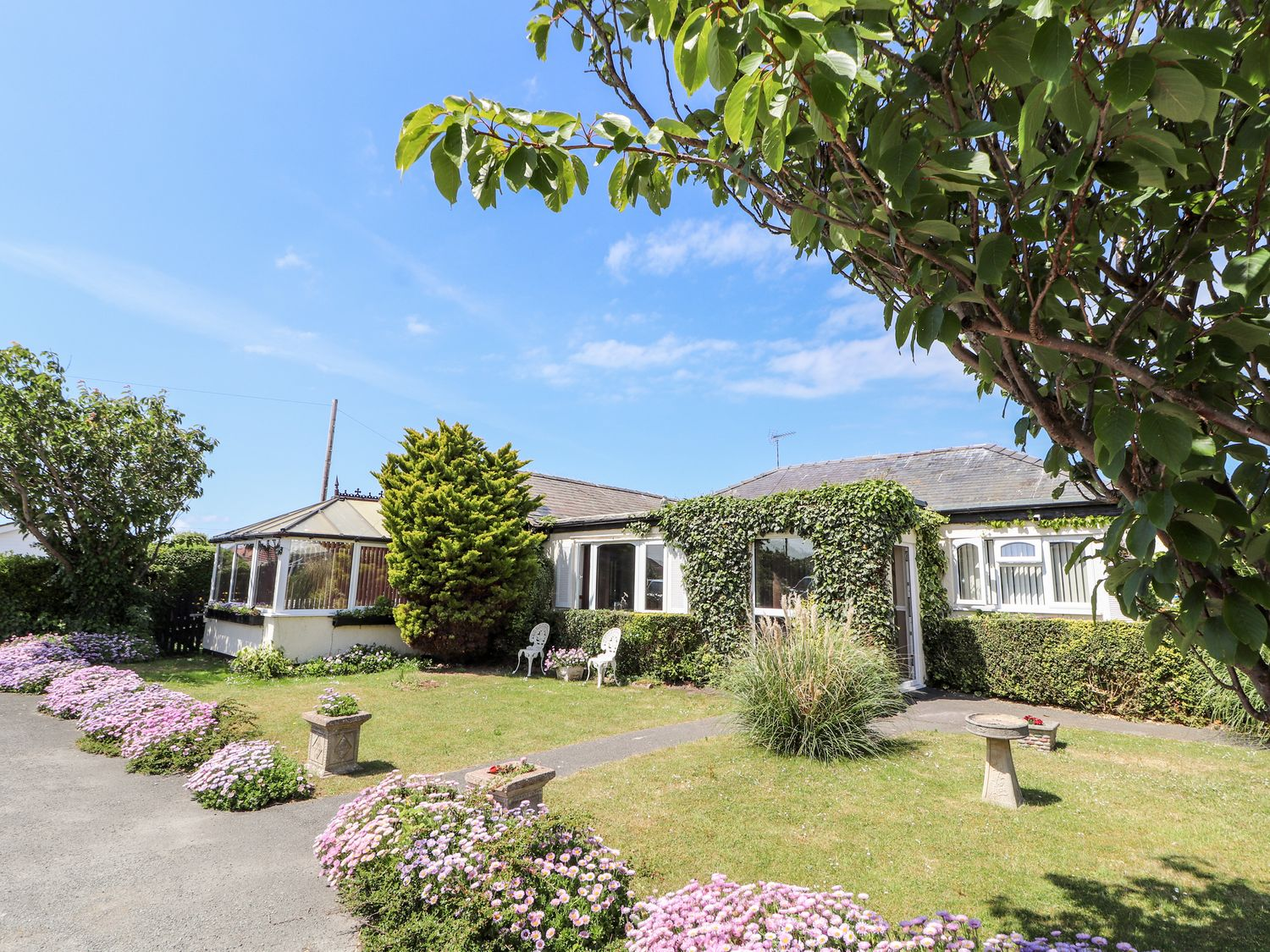 Beach Bungalow - North Wales - 8086 - photo 1