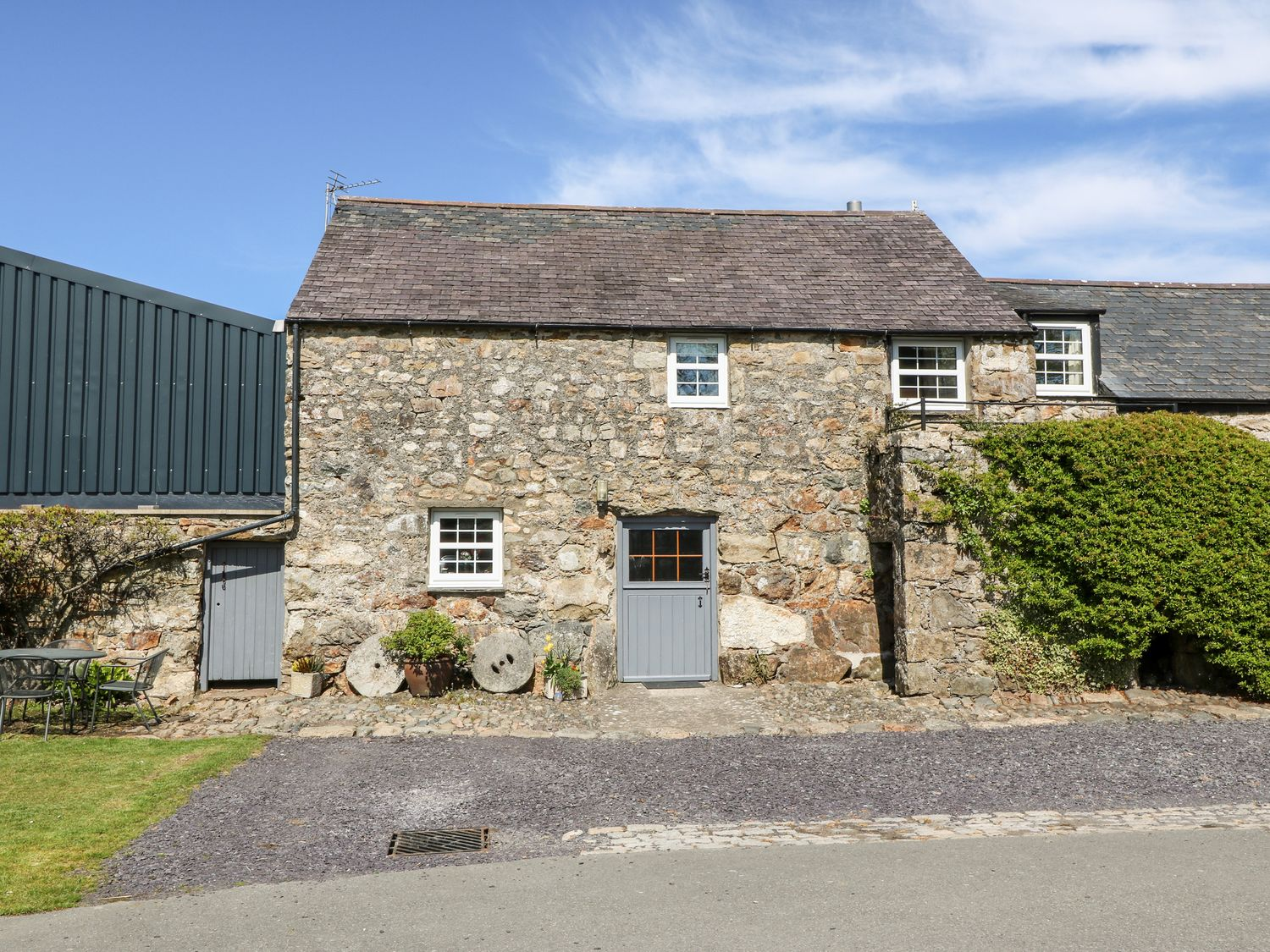 Stable 2 - North Wales - 8901 - photo 1