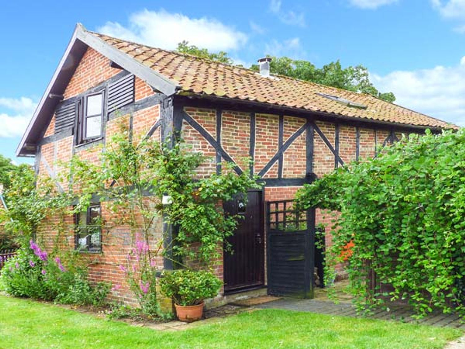 Holiday Cottages in Norfolk: The Granary, Hingham| Sykes Cottages