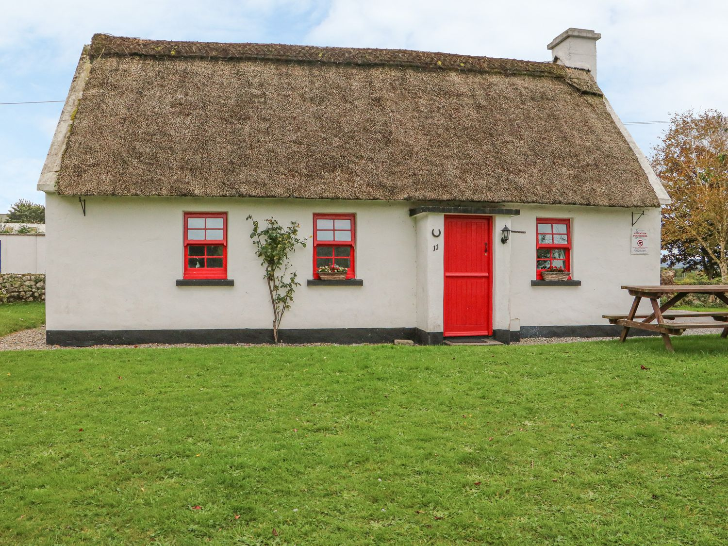 No. 11 Lough Derg Thatched Cottage - South Ireland - 915743 - photo 1