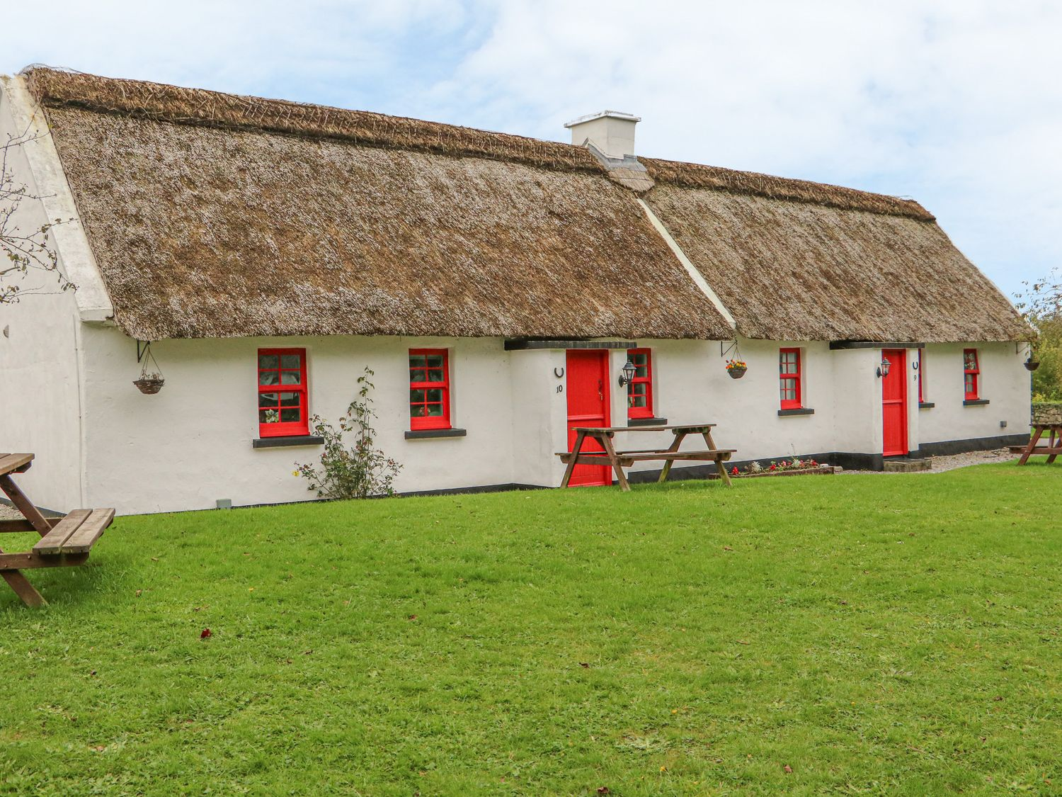 No. 10 Lough Derg Thatched Cottage - South Ireland - 916416 - photo 1