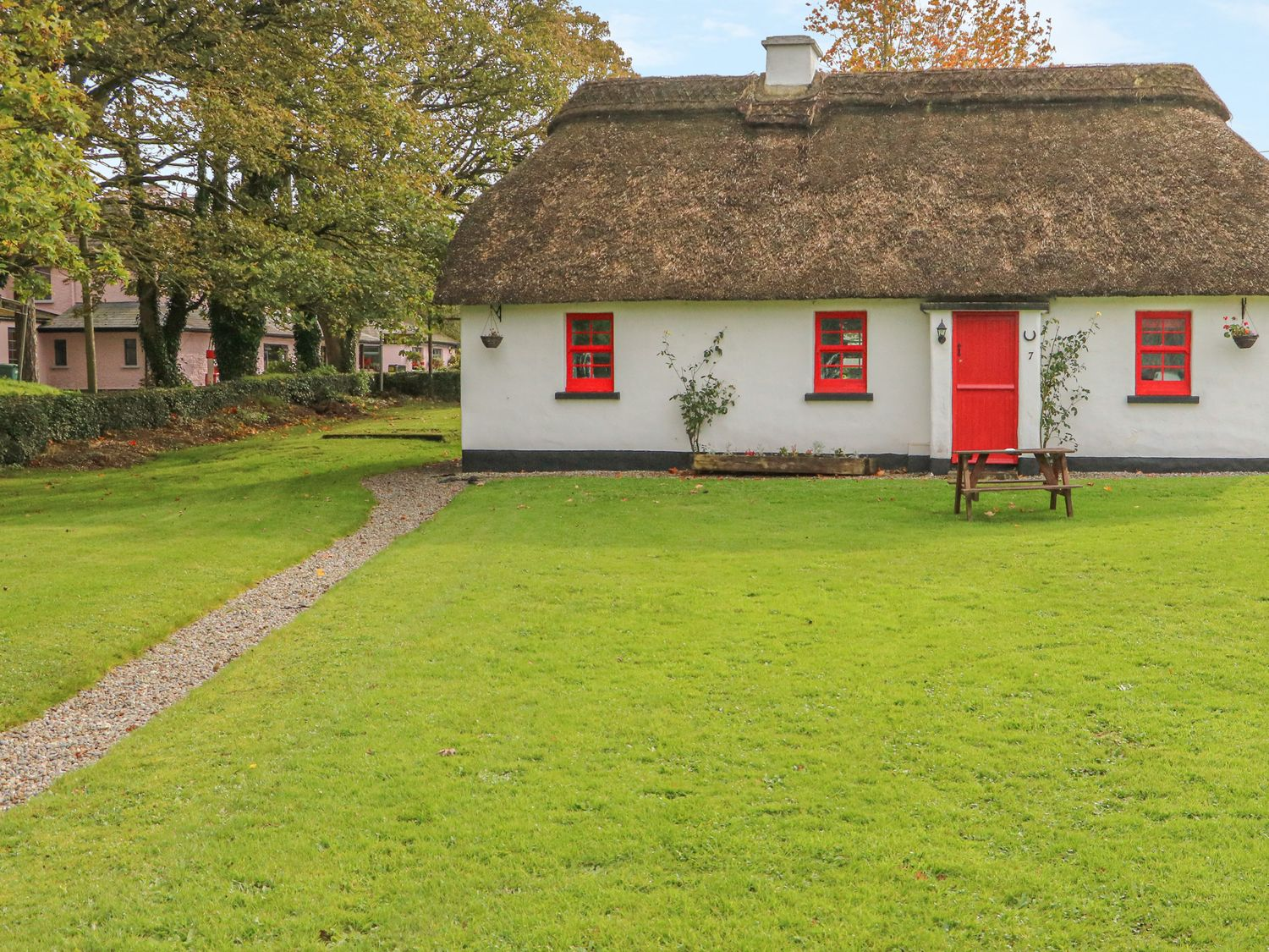 No. 9 Lough Derg Thatched Cottages - South Ireland - 916653 - photo 1