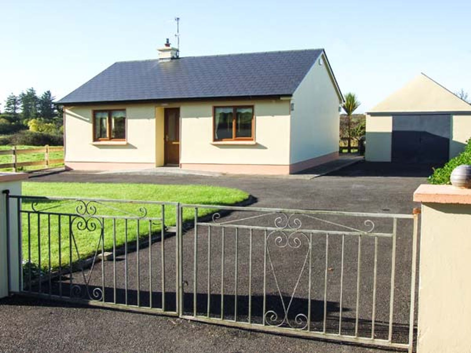 Mullagh Cottage - County Clare - 917695 - photo 1