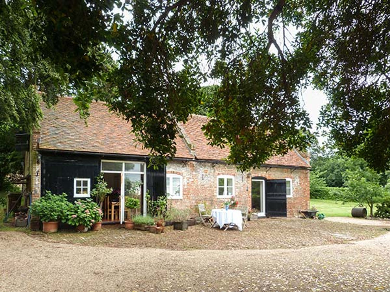Holiday Cottages in Kent:The Stables, Upnor | Sykes Cottages