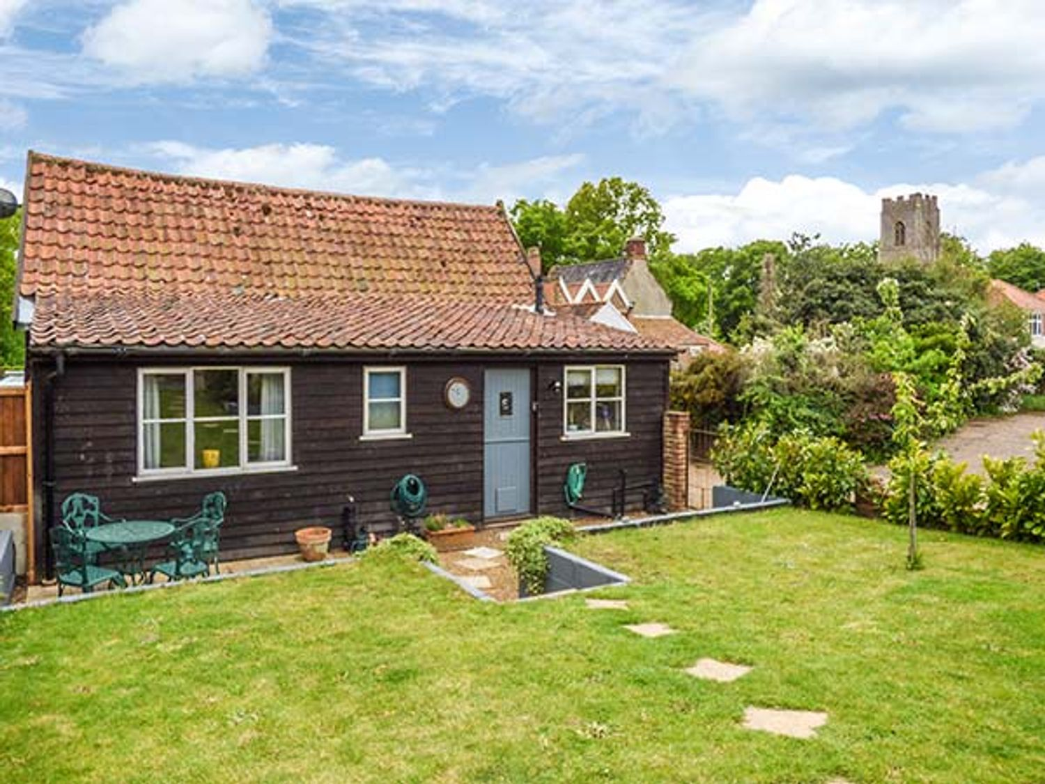 Holiday Cottages in Norfolk: The Barn, Coltishall   Sykes Cottages