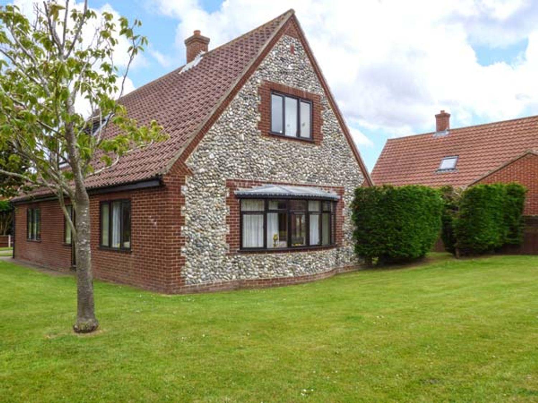 Holiday Cottages in Norfolk: Hornbeam Cottage, Southrepps | Sykes Cottages