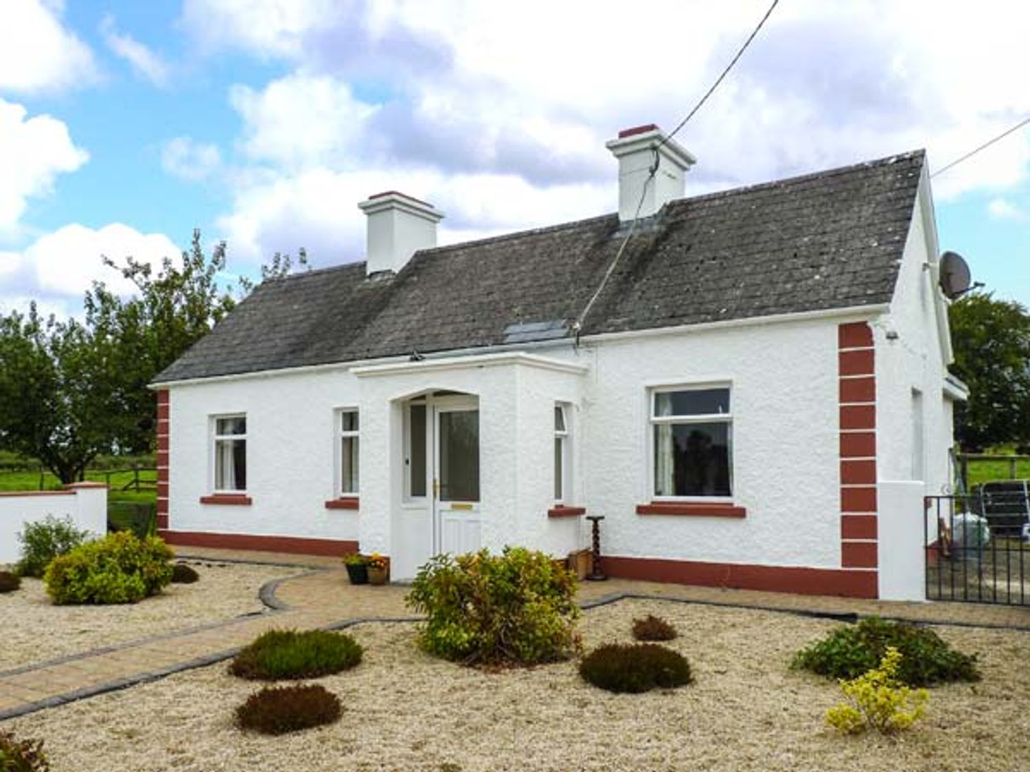Rook Hill Cottage - Shancroagh & County Galway - 925875 - photo 1