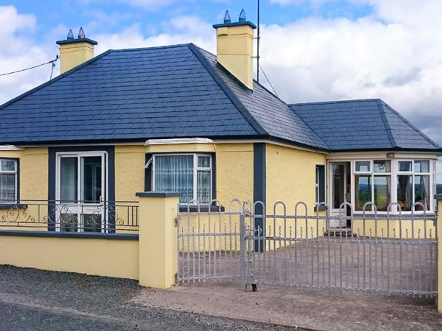 Hilltop Bungalow - North Ireland - 926561 - photo 1