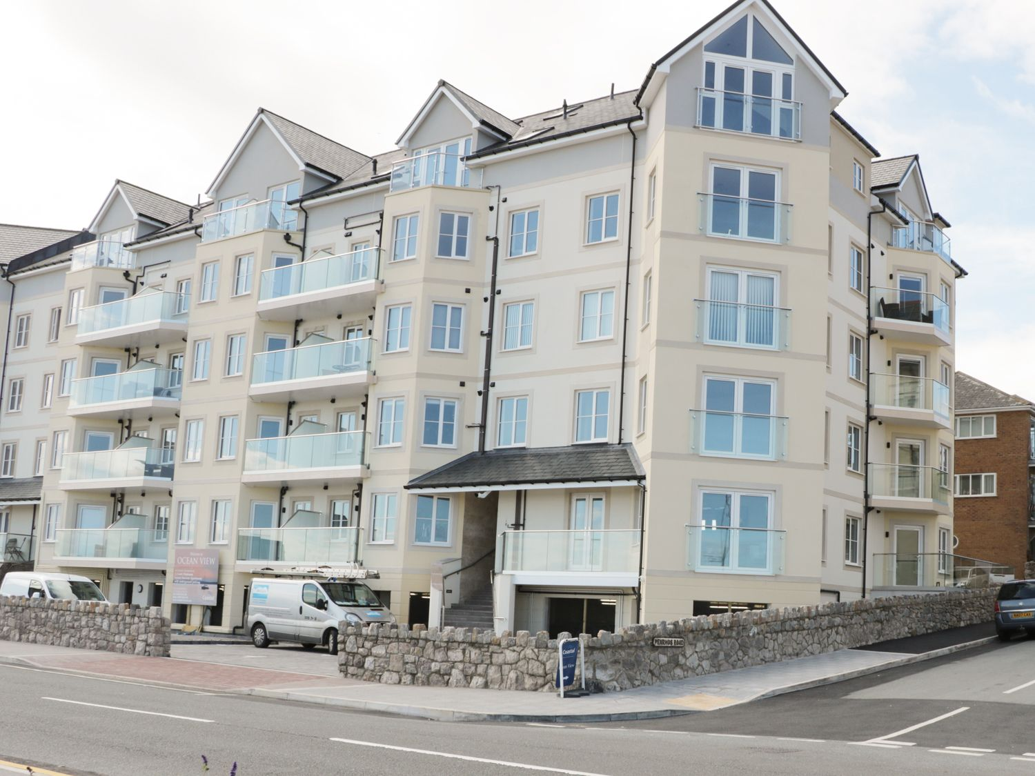 Ocean View Apartment - North Wales - 934495 - photo 1