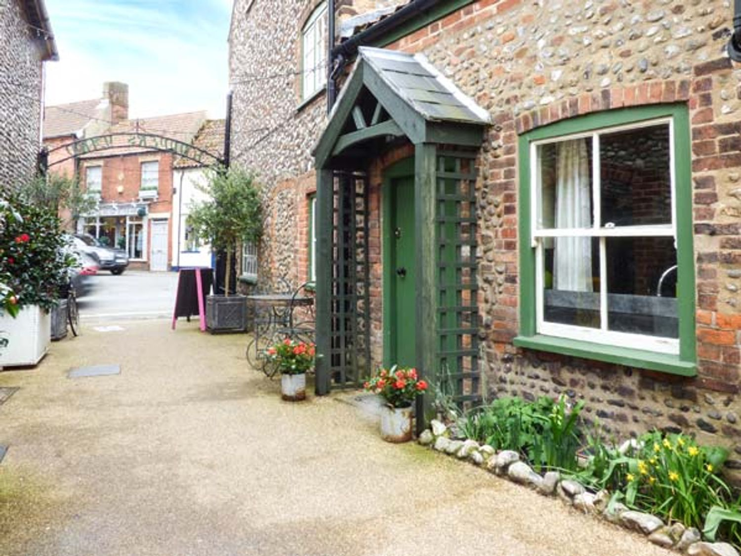 Holiday Cottages in Norfolk: Old Paul Pry, Holt | Sykes Cottages