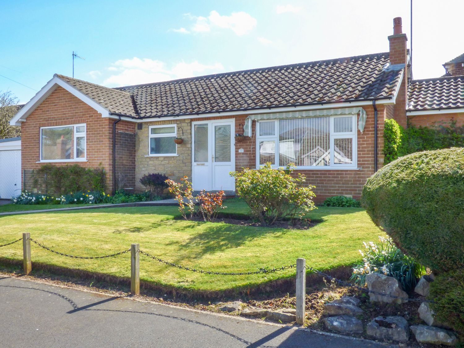 12 Hackness Drive - Whitby & North Yorkshire - 937070 - photo 1