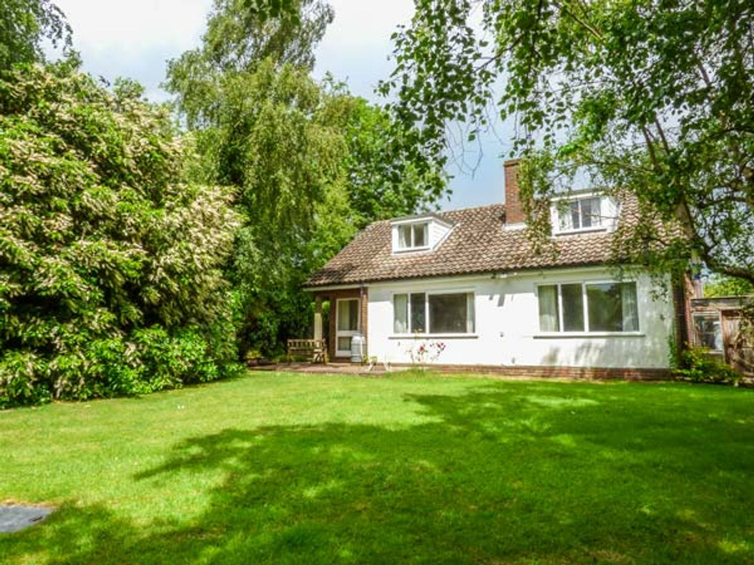 Holiday Cottages in Norfolk: Swan Dyke Cottage, Horning nr. Wroxham   Sykes Cottages