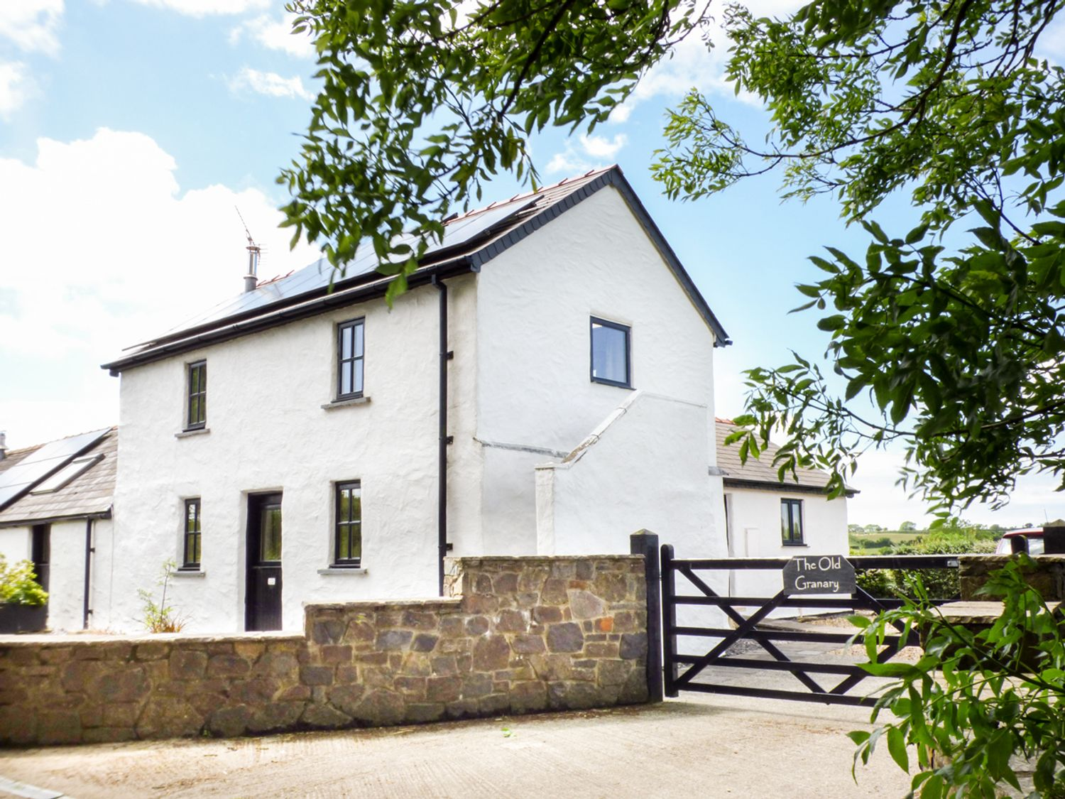 The Old Granary - South Wales - 940422 - photo 1