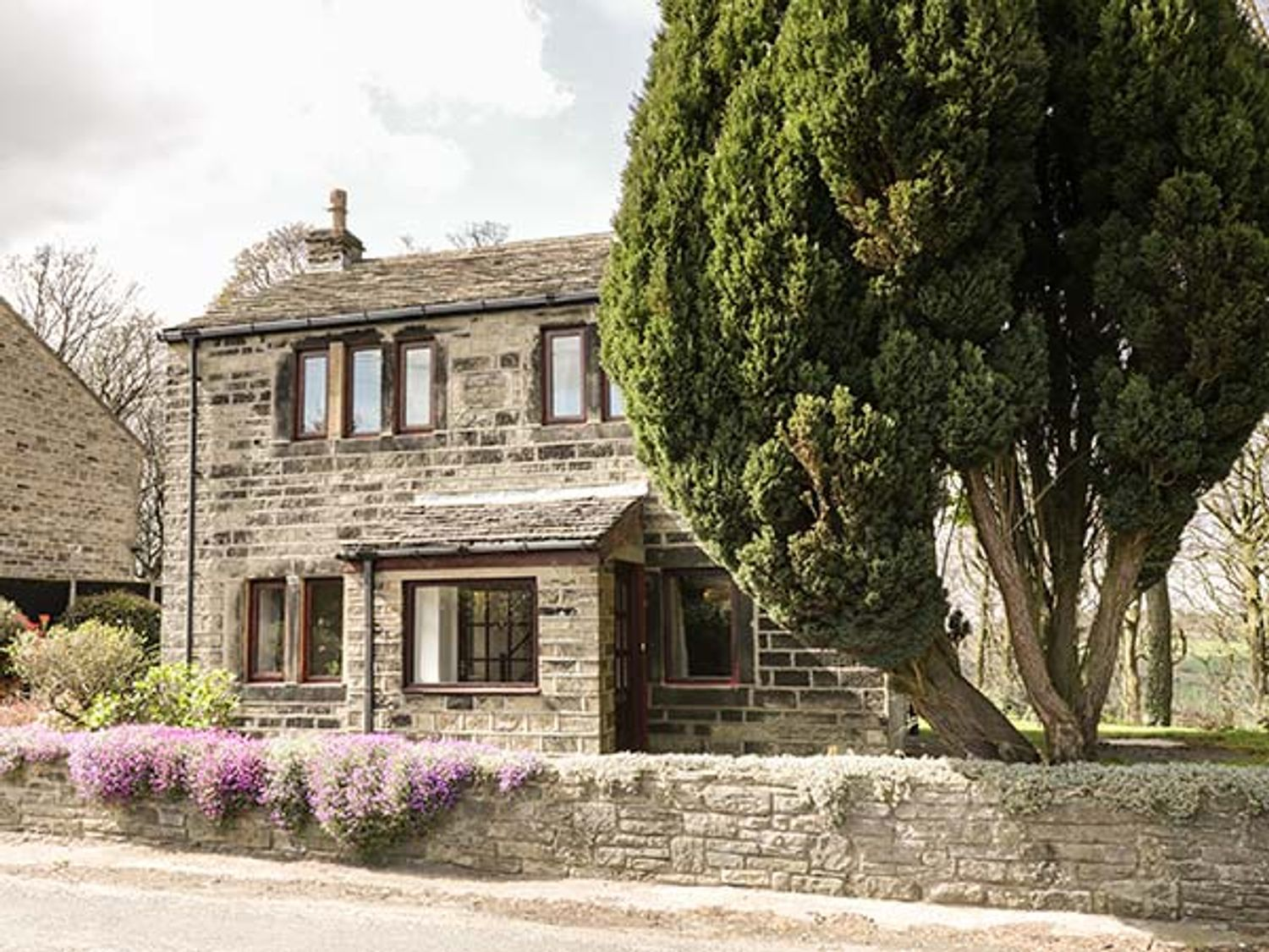 BUTTS COTTAGE, England, Yorkshire, West Yorkshire, Farnley Tyas