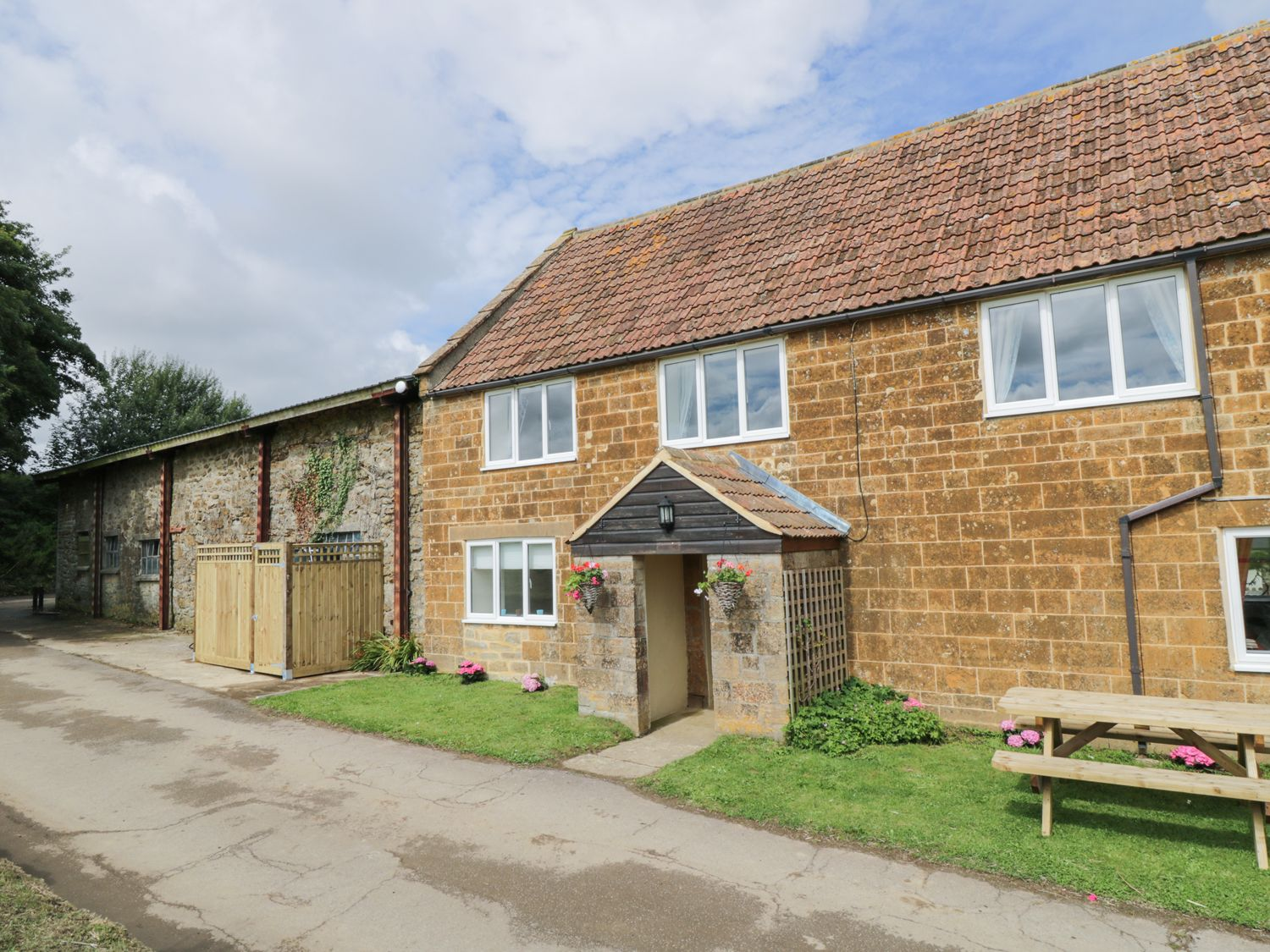 Oaklands House - Somerset & Wiltshire - 963395 - photo 1