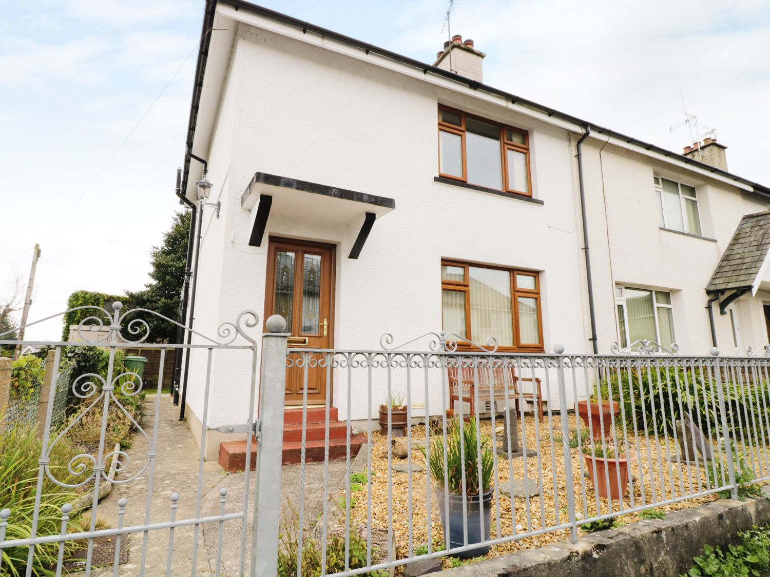 1 Hen Bont Road - North Wales - 966880 - photo 1