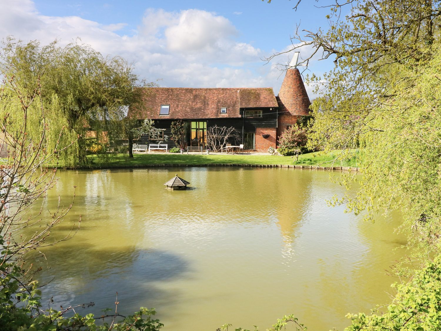 Holiday Cottages in Kent: Harbourne Oast, St. Michaels | Sykes Cottages