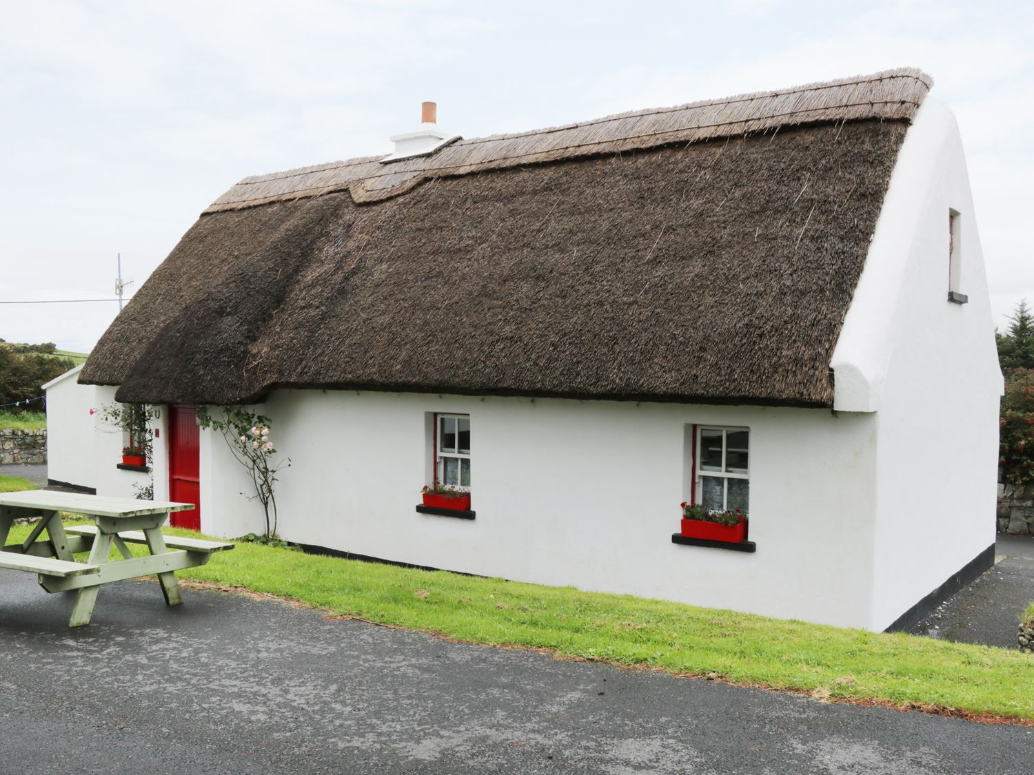 No 9 Renvyle Thatched Cottages - Shancroagh & County Galway - 986948 - photo 1