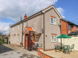 Vicarage Cottage - Whitby & North Yorkshire - 1000416 - thumbnail photo 2