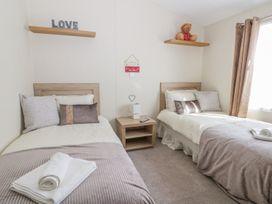 Skipsea Lodge - Whitby & North Yorkshire - 1000545 - thumbnail photo 13