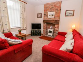 Chapel Cottage - Whitby & North Yorkshire - 1000659 - thumbnail photo 2