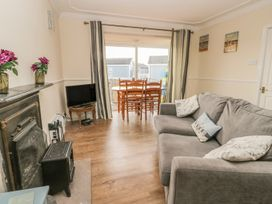 Chalet 235 - Whitby & North Yorkshire - 1001156 - thumbnail photo 4