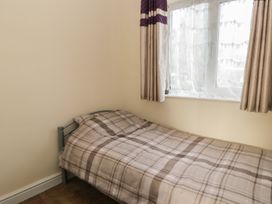 Chalet 235 - Whitby & North Yorkshire - 1001156 - thumbnail photo 6