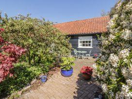 Courtyard Cottage, Poplar Farm Barn - Suffolk & Essex - 1001535 - thumbnail photo 22