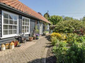 Courtyard Cottage, Poplar Farm Barn - Suffolk & Essex - 1001535 - thumbnail photo 2